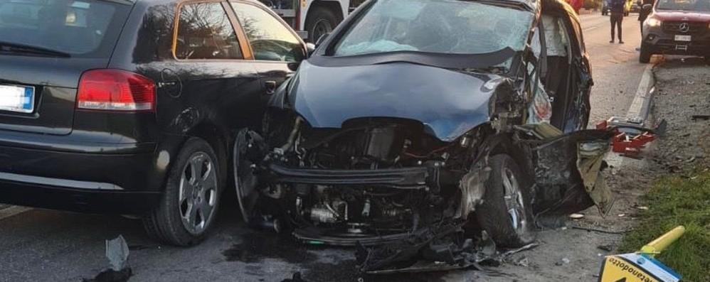 Mapello, incidente all'alba con 4 feriti. Abbattuta anche una colonnina di gas - Foto