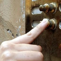 Treviglio, falsi addetti per i vaccini a domicilio: due anziani derubati. Ats Bergamo: «Fate attenzione»