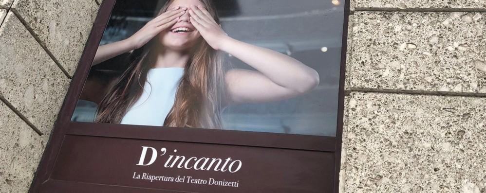 Fotografia a teatro, nuove vetrofanie per il Donizetti rinnovato - Gli scatti