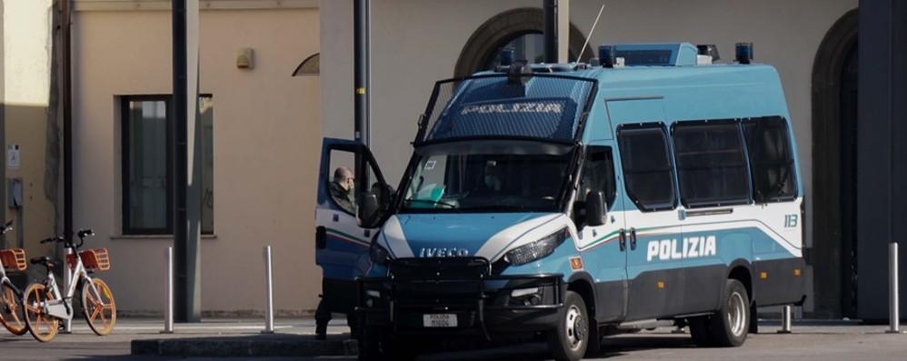 La minaccia sul treno e la rapina del telefono, 30enne denunciato a Bergamo