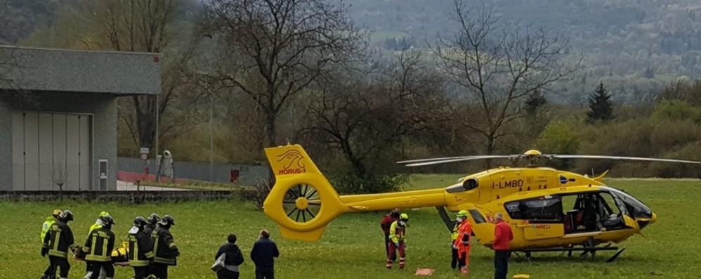 Schianto fra tre auto a Endine, interviene l'elicottero. Quattro feriti soccorsi e portati in ospedale