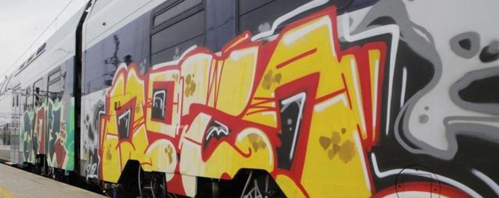Treni regionali, calano i passeggeri ma è boom di vandalismi