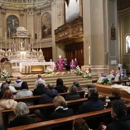 Il vescovo: «Ha consegnato la vita alla sua gente». Seriate piange don  Pietro Zanotti