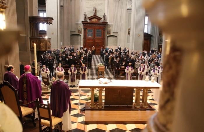 Ai funerali di don Pietro Zanotti