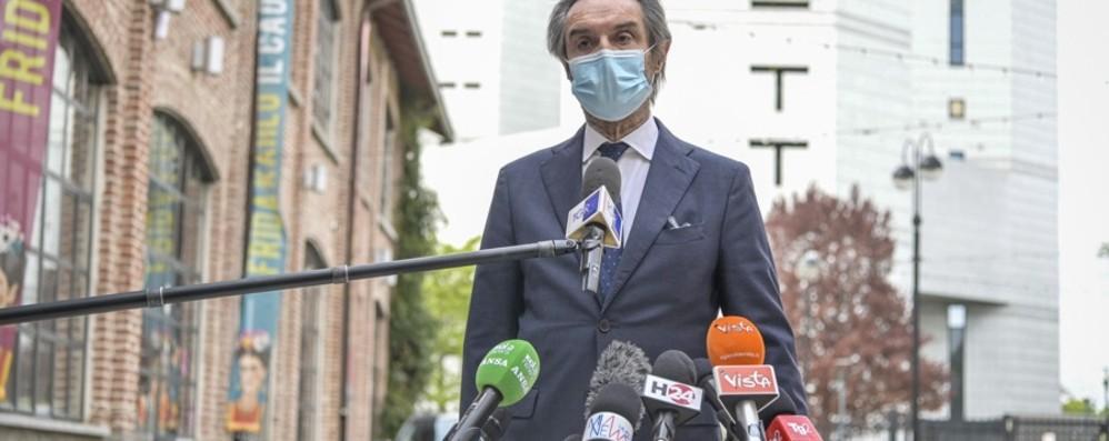 Vaccinazioni in Lombardia, da lunedì 19 prenotazioni per gli over 65. Fontana: «Numeri da zona gialla»