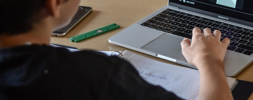 Allarme per i minori ricattati via web: indaga la Polizia postale