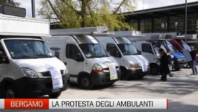 Bergamo, la protesta degli ambulanti: riprite le fiere all'aperto