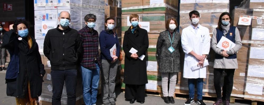 Camici, guanti e mascherine: Cesvi dona 1,4 milioni di protezioni  all'ospedale Papa Giovanni
