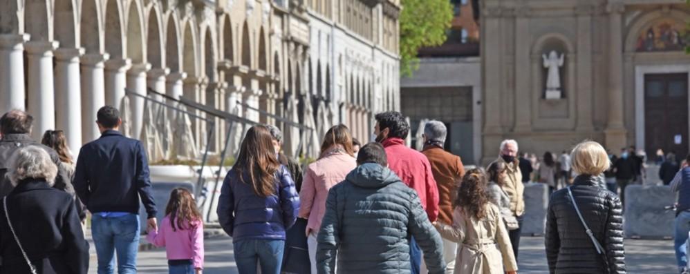 Covid in Lombardia: Rt a 0,85, i nuovi positivi sono 3.289, a Bergamo 241 casi. Zona arancione da lunedì. Fontana: «Vaccini, avanti con impegno»