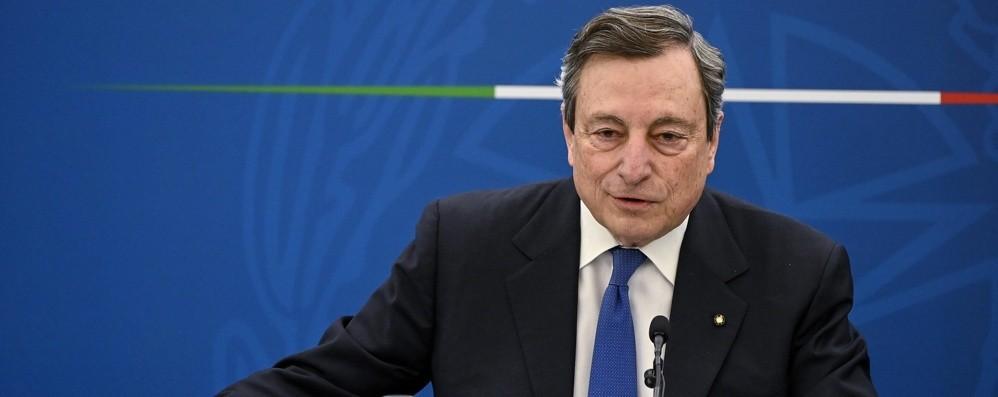 Draghi: «Priorità ad anziani e fragili, le liste sui vaccini non si saltano. Sì a riaperture, ma in sicurezza, per ora non ho una data» - Video