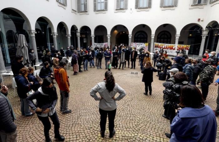 Occupazione del Piccolo Teatro di via Rovello da parte dei lavoratori dello spettacolo, Milano, 27 marzo 2021.