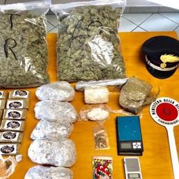 In casa oltre 4 kg tra marijuana, hashish e cocaina: arrestati un 27enne e un 37enne