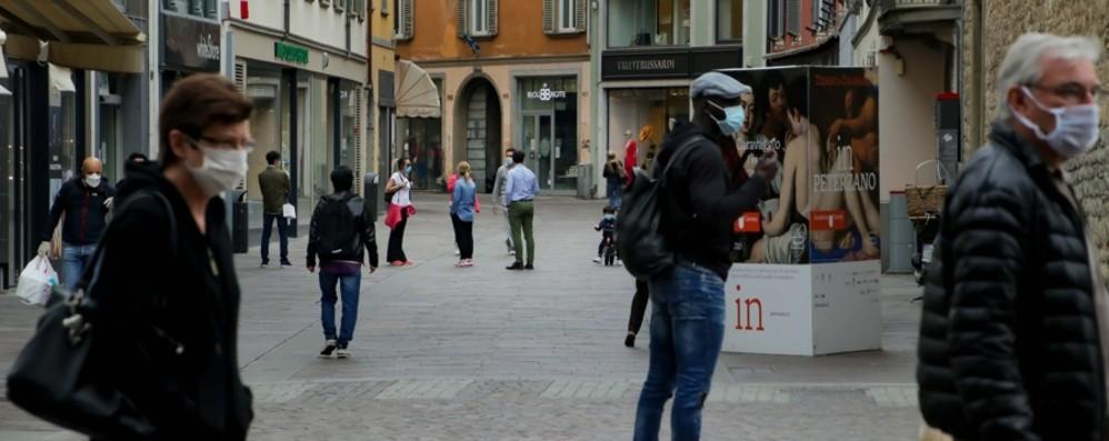 Lunedì la Lombardia ritorna in zona arancione. Ecco cosa si può fare e cosa ancora no