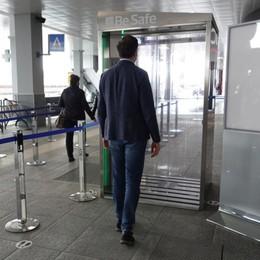 All'aeroporto di Orio è attiva  la cabina di sanificazione: ecco come funziona - Video