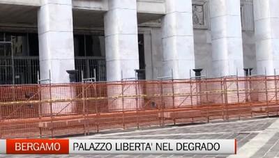 Bergamo: cantiere fantasma nel degrado in piazza della Libertà