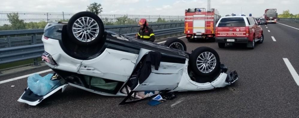Brebemi, perde il controllo e l'auto si ribalta, in ospedale donna di 67 anni - Foto