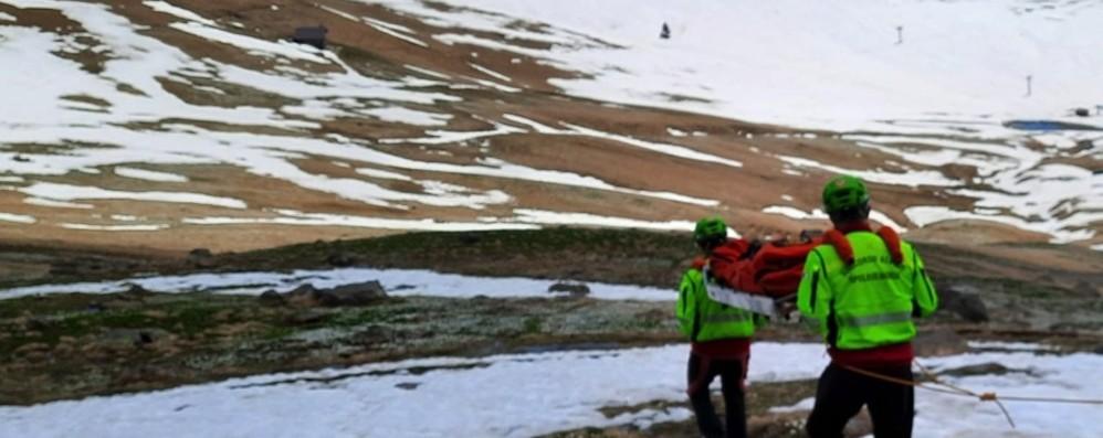 Cade su un sentiero a Ornica, un malore a Valleve. Soccorritori in azione in Bergamasca