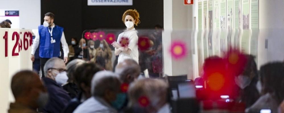 Covid in Italia, 12.965 nuovi casi e 226 morti. Superate le 20 milioni di dosi di vaccino somministrate