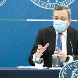 Draghi: «Così possiamo guardare al futuro». Presentato il nuovo decreto Sostegni bis