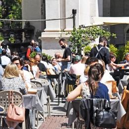 Festa della mamma con il sole: ristoranti pieni e tanta gente a spasso - Foto