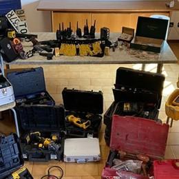 Gioielli e attrezzi da lavoro rubati trovati nel campo rom di Cenate Sopra, 9 denunce