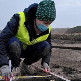 Giovane archeologa supera il terrore del tumore valorizzando cura e bellezza