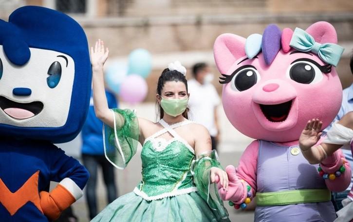 Il flash-mob dei parchi  divertimento: «Riaprire prima di luglio, in sicurezza»