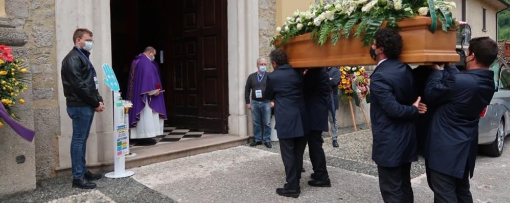 L'ultimo saluto a Mauro Dolci: «È partito per un nuovo viaggio, resterà nei cuori»