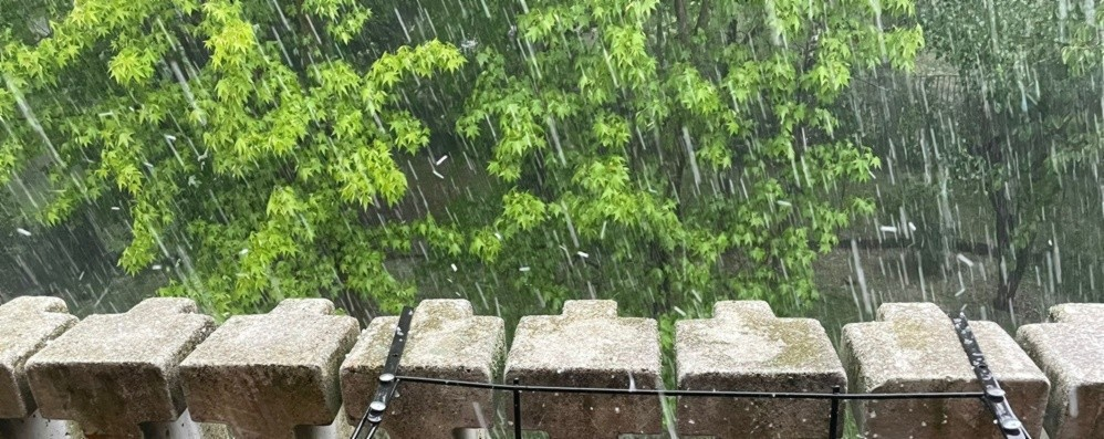 Maltempo, forti temporali in provincia. Grandine e allagamenti in città - Foto/Video