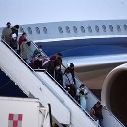 Positivi anche al test molecolare i 6 passeggeri atterrati a Orio dall'India, ora le analisi per stabilire la variante
