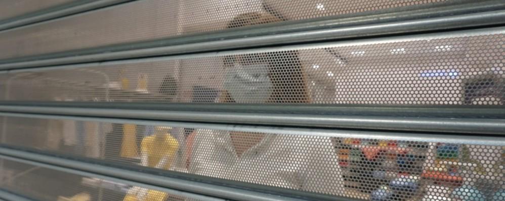 Protesta dei centri commerciali, saracinesche giù in 350 negozi bergamaschi - Foto