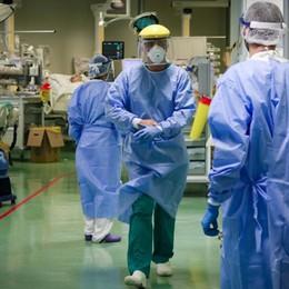 Ricoveri Covid, cala la pressione negli ospedali. Letti e attività, al via la riorganizzazione