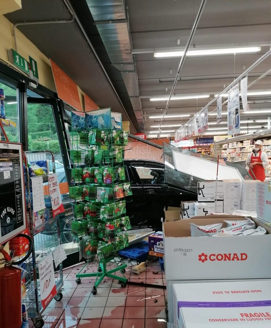 L'auto nel supermercato