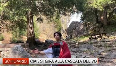 Schilpario, uno spot davanti alla cascata del torrente Vò