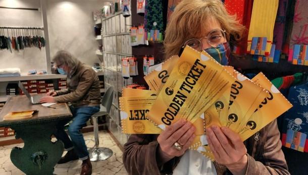 Sconti e sorprese, via al «Golden Ticket» in 120 negozi  del centro di Bergamo -Foto