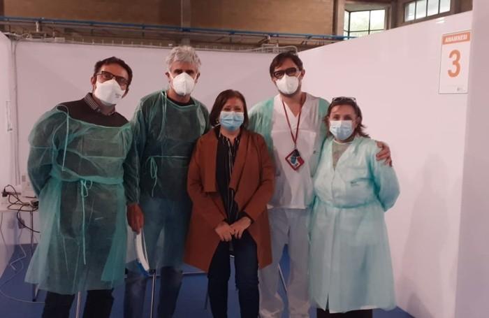 Stasi con quattro medici del «Papa Giovanni» in turno a Zogno per la anamnesi al centro vaccinale