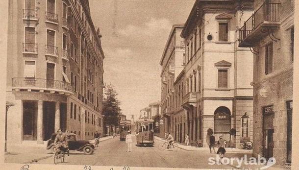 Via Verdi e il vecchio tram, un incrocio tra passato e presente