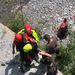 Almenno San Salvatore, pescatore bloccato nel Brembo: salvato dai Vigili del fuoco - Le foto