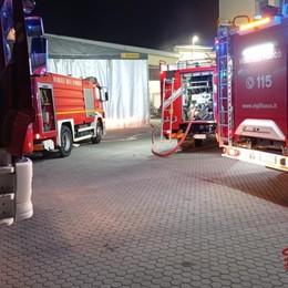Fiamme in un forno di un'azienda: Vigili del fuoco a Bottanuco