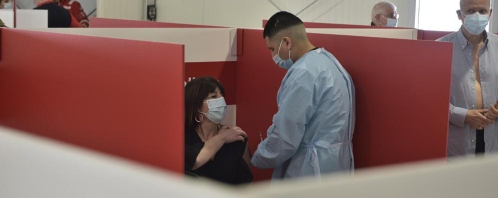 Fontana: «Vaccinazioni per  i 40enni in Lombardia: valutiamo dopo il 20 maggio»