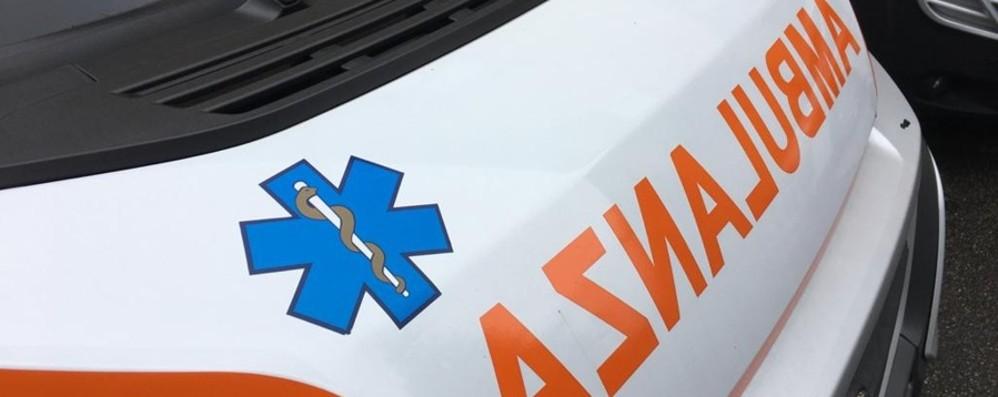 Furgone urta ciclista a Mapello: donna di 50 anni ferita e trasportata in ospedale