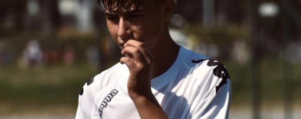 Lacrime per Christian, giovane calciatore morto nel sonno a 14 anni. Disposta l'autopsia