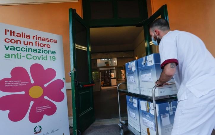 L'Europa non rinnova il contratto con Astrazeneca. Si punta su Pfizer