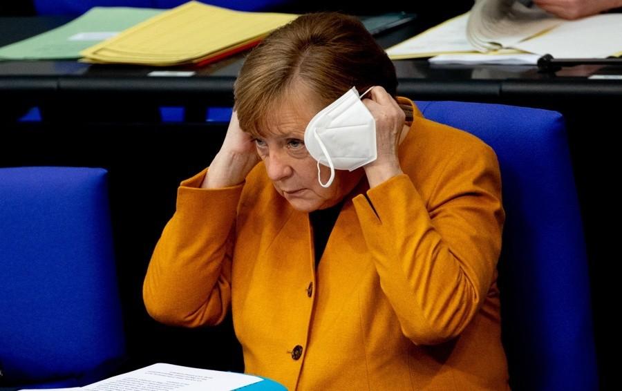 Liberalizzare i vaccini per vincere la pandemia Merkel pensa al suo cortile