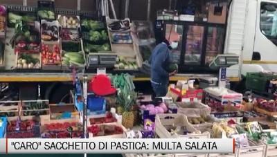 Multa da 5 mila euro per un sacchetto di plastica, amarezza del venditore ambulante