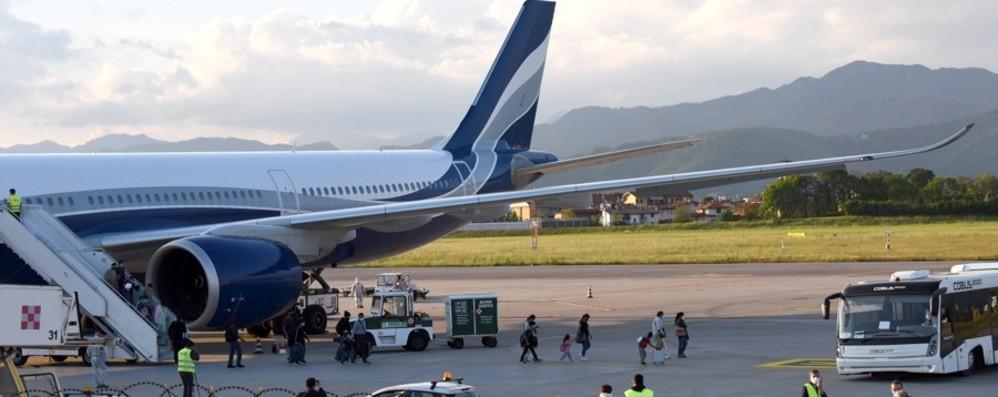 Orio, sul volo atterrato lunedì dall'India un caso di variante inglese e 5 di indiana