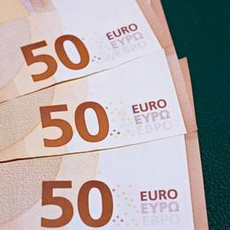 Pensionato di Treviolo trova libretto postale e 1.500 euro e li consegna alla Polizia locale.