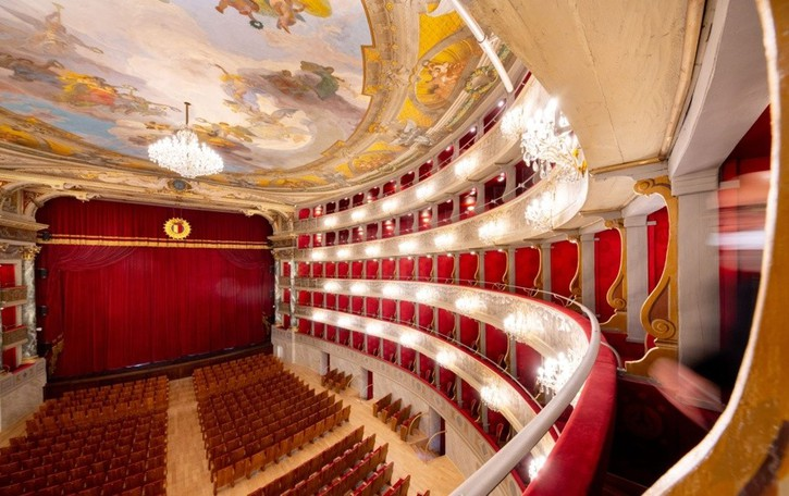 Riapre il Donizetti, ecco come fare per riscoprire il teatro restaurato e assistere ai primi spettacoli