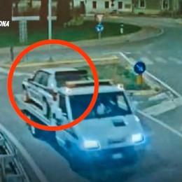 Rubavano auto «uniche»  anche su commissione di collezionisti: 12 arresti