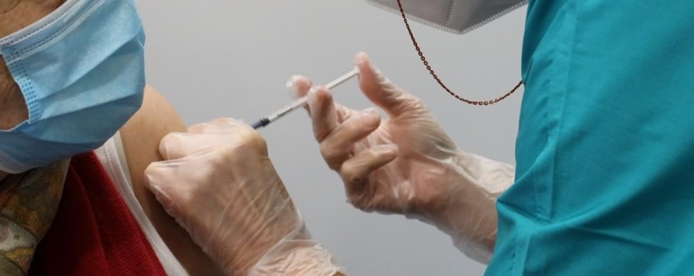 Vaccinato 1 bergamasco su tre: immunità di gregge tra due mesi